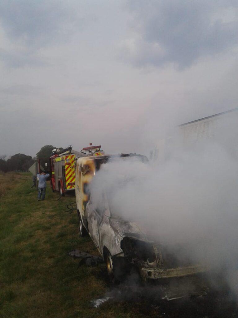 Incendio de vehículo en Cambaceres