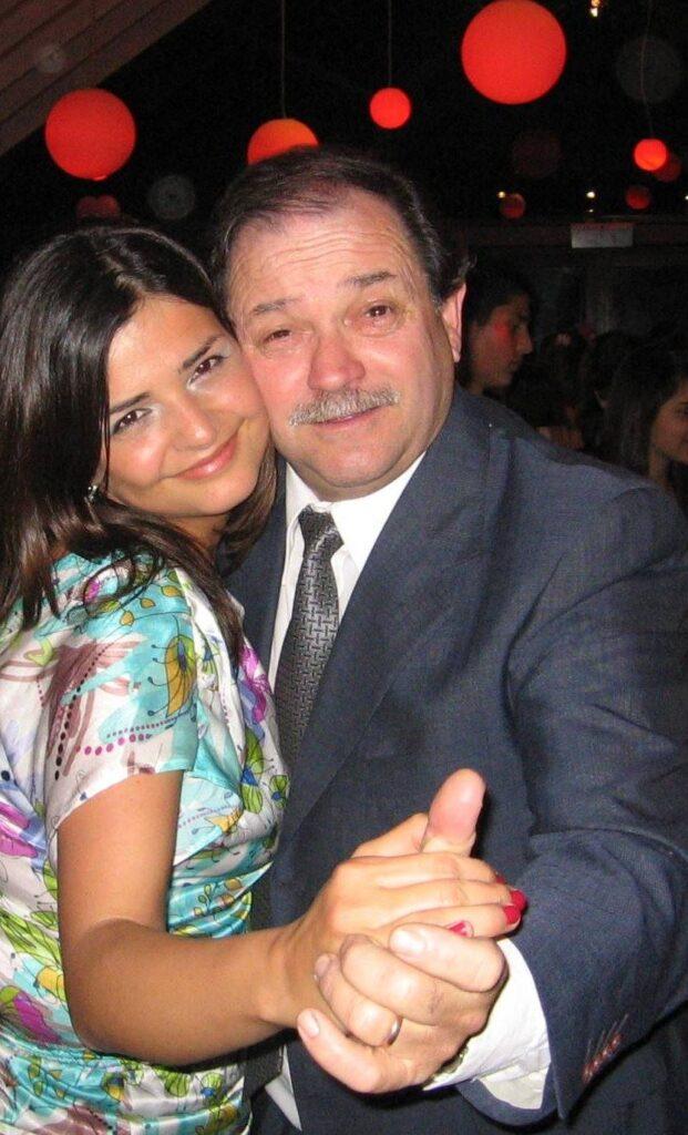 Antonio junto a Fernanda, una de sus hijas